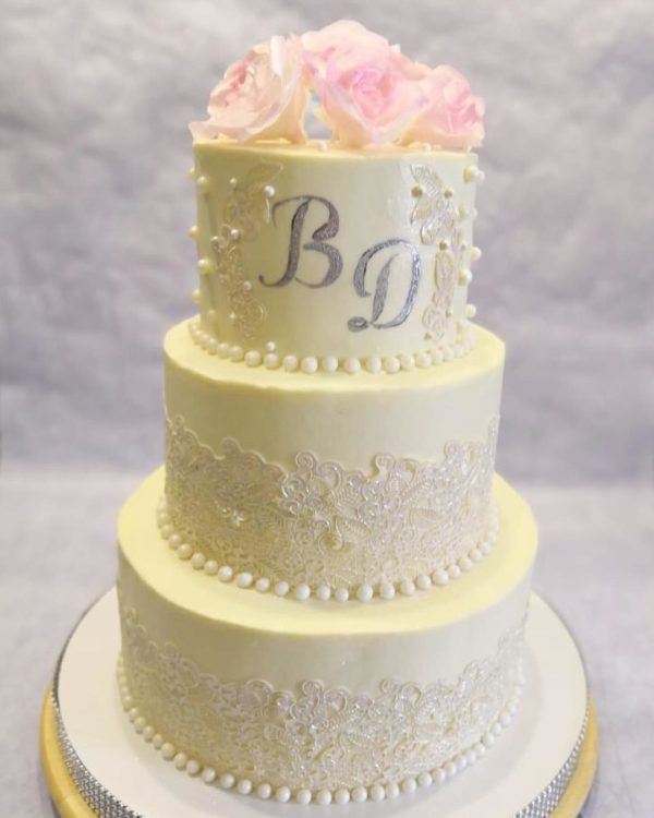 свадебный трех ярусный с цветами